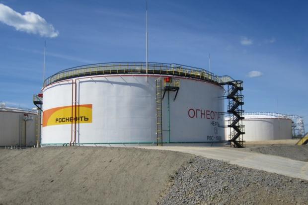 """Tania ropa zmienia rynek. Kontrakt z Orlenem """"sukcesem"""" Rosnieftu"""