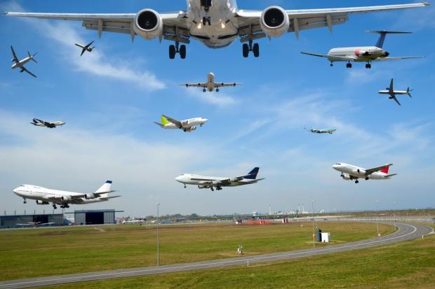 Coraz więcej samolotów nad Polską i coraz punktualniejsze