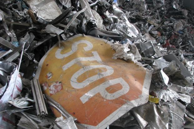 Czeka nas rozkwit dzikich złomowisk po zniesieniu opłaty recyklingowej?