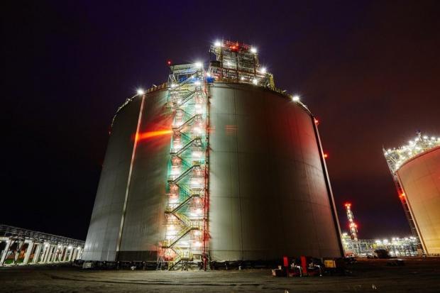 Początek testów przesyłu gazu z terminala LNG do sieci