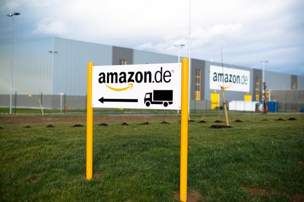 Amazon wyznacza nowe standardy szybkości dostaw