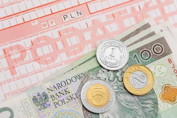 Projekt zrównujący kwotę wolną od podatku posłów i obywateli trafi do komisji