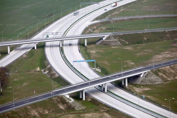 Cementownie liczą na drogi betonowe - stanowią ułamek na tle asfaltu