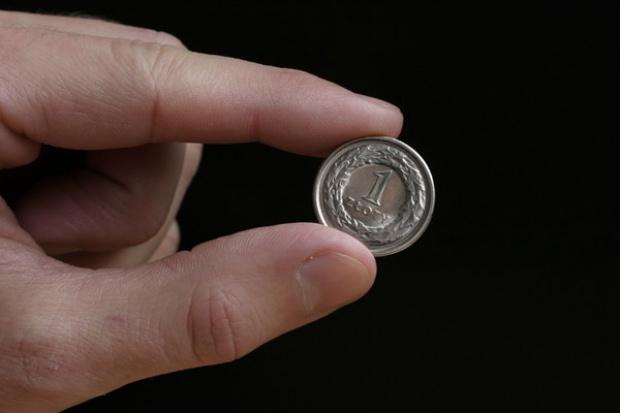 Złotówka odrabia straty po obniżce ratingu Polski