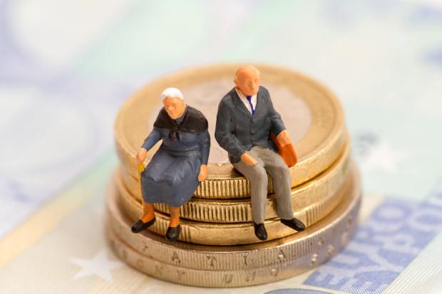 Emeryci zadłużają się na potęgę - do oddania 2 miliardy zł