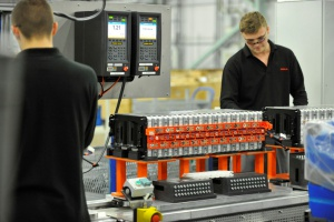 Linia produkcji akumulatorów w Sunderland. fot. Nissan