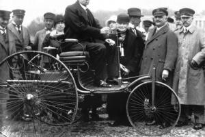 """29 stycznia 1886 roku Carl Benz zgłosił patent """"pojazdu z napędem spalinowym"""" i..... narodził się samochód. fot. Daimler"""