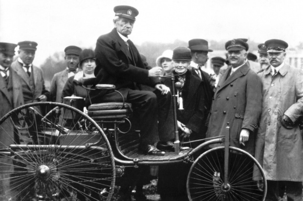 29 stycznia: urodziny samochodu i... środek nowej epoki