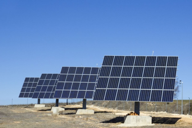 Coraz tańszy prąd z elektrowni słonecznych
