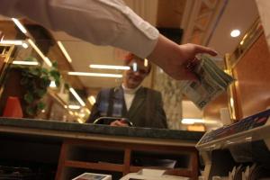 Banki pustoszeją