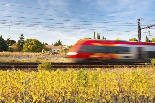 Brytyjczycy na dobre przesiedli się do pociągów
