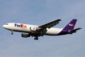 Miejsce 5 To specjalizujący się w lotniczym cargo amerykański <b>FedEx</b>. Przewoźnik posiada 649 maszyn i spora część z nich stanowią samoloty dość leciwe, ale to wynika ze specyfiki przewoźników towarowych. Wśród maszyn są m.in. leciwe McDonnell Douglas MD-10 i Airbusy A300F4 We flocie przewoźnika jest aż 68 Airbusów A300, sukcesywnie będą one zastępowane Boeingami B767-300F. Tych ostatnich FedEx będzie miał ponad 100. Fot. Timo Jäger/wikimedia, licencja GFDL