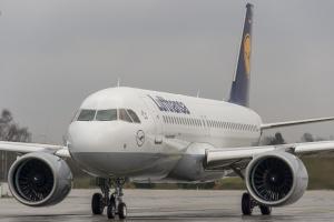 Miejsce 6 Zajmuje największy przewoźnik lotniczy w Europie, <b>Grupa Lufthansa</b>. Obok flagowego niemieckiego przewoźnika Grupę tworzą także Austrian Airlines, Swiss International Air Lines, Eurowings i Germanwings, oraz kilka mniejszych. Łącznie we wszystkich spółkach przewoźnika jest 616 maszyn, z tego 270 w Lufthansie. Lufthansa jest pierwszym na świecie użytkownikiem najnowszego Airbusa A320 Neo