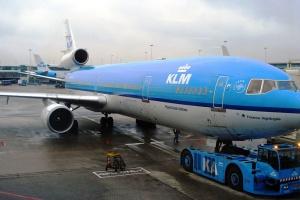 Miejsce 7 <b>Air France-KLM</b>. Firma powstała w 2004 roku i podobnie jak w przypadku ICAG tworzą ją dwa wielkie podmioty: francuski Air France i holenderski KLM, oraz kilka spółek zależnych. Flota przewoźników to obecnie 572 maszyny, jednak to dość płynna liczba. Niedawno miał miejsce ostatni lot francuskiego B747. Siedem maszyn zostanie sprzedanych. KLM był ostatnim przewoźnikiem na swiecie używającym pasażerskiej wersji MD11.    Fot. Kristoferb/wikimedia, licencja cC BY-SA 3.0
