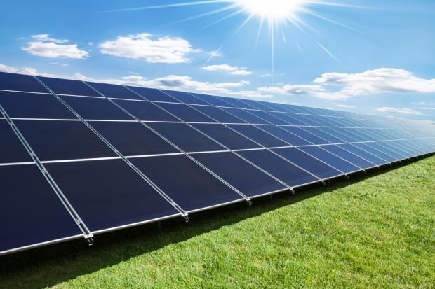 Naukowcy opracowali ogniwo słoneczne, które przybiera różne barwy