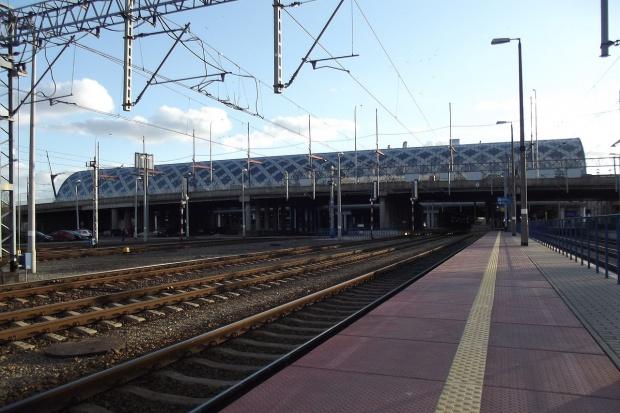 PKP PLK za 40 mln zł remontuje perony na stacji Poznań Główny