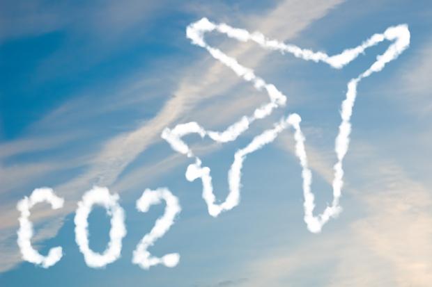 Lotnictwo ma ograniczyć emisję CO2 o 650 mln ton