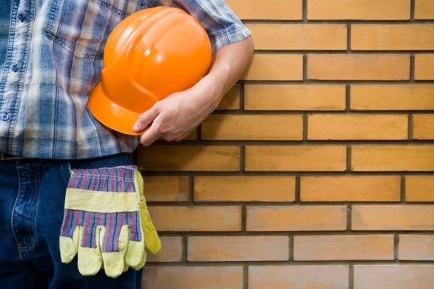 Wypadki na budowach często zdarzają się początkującym