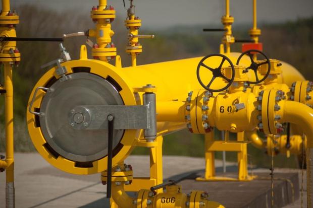 Wielkie magazyny gazu wystawione na sprzedaż