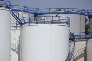 NIK pozytywnie o obowiązkowych zapasach ropy i gazu