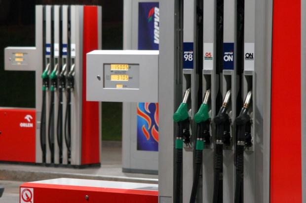 Wiceminister o opłacie drogowej: nie wiadomo, czy paliwa zdrożeją