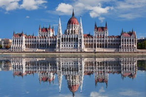 Węgierski parlament obciął świadczenia dla azylantów