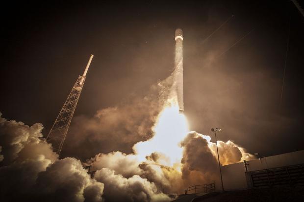 Połowiczny sukces rakiety Falcon 9