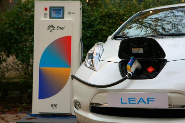 Auta elektryczne w systemie energetycznym biura Nissana