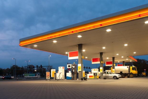 Marże na stacjach spadły bardziej niż ceny paliw