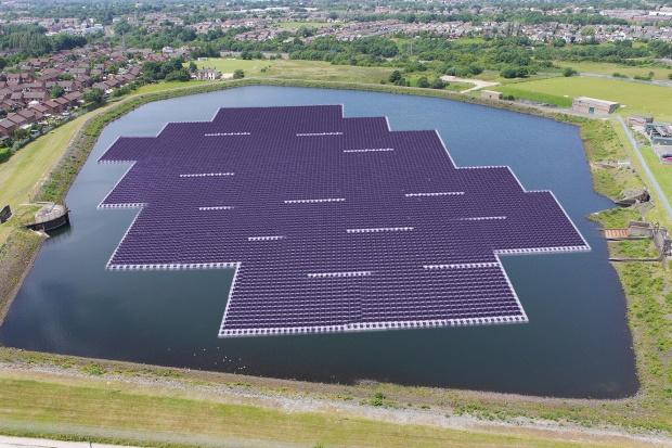 Brytyjczycy budują największą w Europie pływającą elektrownię słoneczną