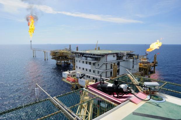 Norweski rząd przez ceny ropy pierwszy raz w historii sięgnął do oszczędności