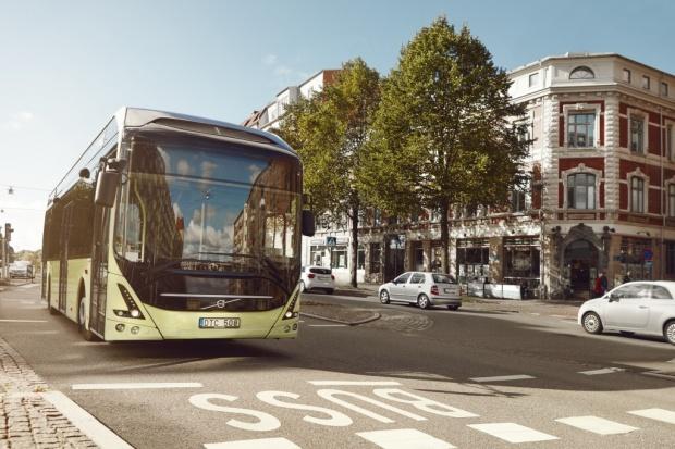 Volvo realizuje największe zamówienie na system e-autobusowy