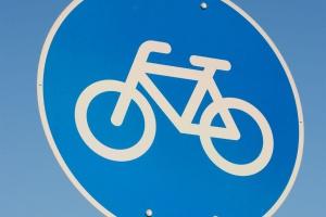 """Ścieżki rowerowe staną się """"autostradami"""" dla robotów? Testy już trwają"""