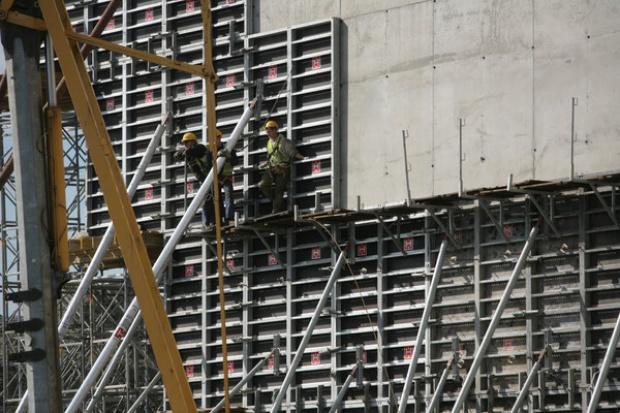 Beton towarowy silny infrastrukturą, energetyką i mieszkaniami