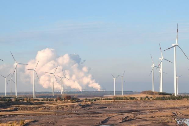 Większe obostrzenia wobec wiatraków niż elektrowni węglowych?