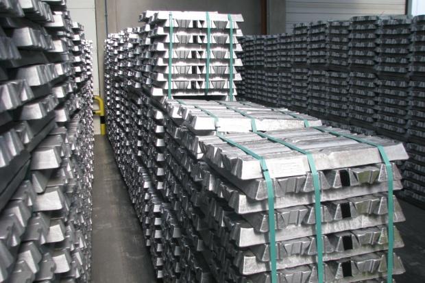 Ceny węgla i aluminium wyhamowały; duże zmiany cen paliw