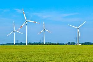 Raport: ustawa wiatrakowa obniża wartość farm wiatrowych