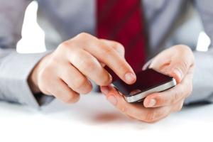 Firmy zakazują korzystania z komunikatorów na służbowych smartfonach