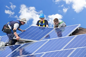Wrocław. Uruchomiono pierwsze panele słoneczne na budynku spółdzielni mieszkaniowej