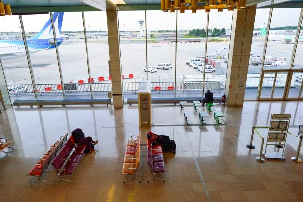 Strajk kontrolerów na paryskich lotniskach do poniedziałku