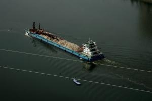 Konstrukcje metalowe spławiane są Odrą do Holandii