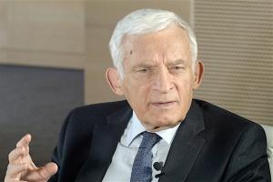 Buzek: gimnazja poprawić, a nie likwidować