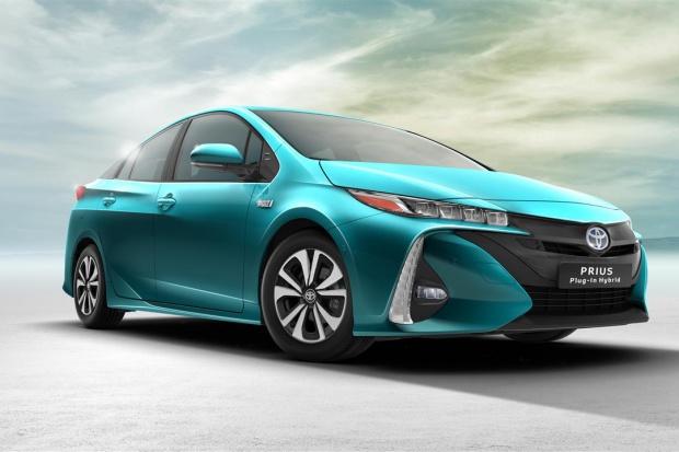Toyota odnowiła hybrydowego Priusa Plug-in