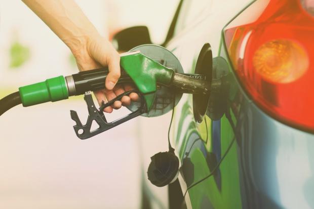 Stacje paliw: nowy rok ze starymi cenami