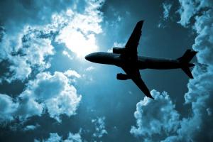 Niebezpieczne bliskie spotkanie samolotu z dronami