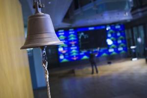 Mocne obniżki na akcjach KGHM, PKN Orlen i PKO BP