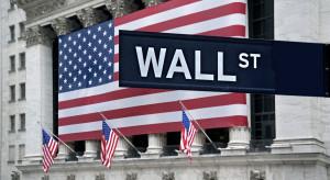 Coca-Cola, Alphabet, Caterpillar. Dobre wyniki spółek ciągną Wall Street w dół