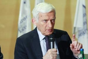 Prof. Jerzy Buzek, poseł PO do Parlamentu Europejskiego, który jest przewodniczącym Rady Patronackiej EEC, zwrócił uwagę, że agenda Kongresu zawsze skupiała się wokół kluczowych tematów.