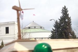 Organizatorzy protestu wzywali parlamentarzystów do wstrzymania prac nad projektem, złożyli też na ręce marszałka Sejmu petycję nawołującą m.in. do nieblokowania rozwoju energetyki wiatrowej.