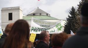 """""""Nie samym węglem człowiek żyje"""". Manifestacja w obronie energetyki wiatrowej"""